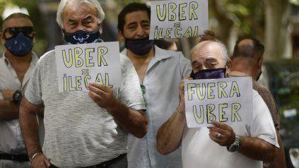 Los taxistas vienen resistiendo la llegada de Uber a Rosario.