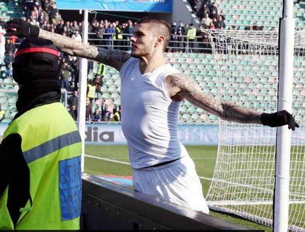 Icardi y el colombiano Fredy Guarín mantuvieron un fuerte cruce con los hinchas de Inter.