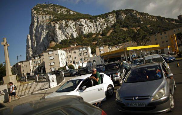 La Roca de la discordia. España impuso controles aduaneros en represalia a una medida contra sus pescadores.