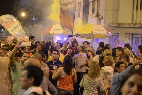 En San Lorenzo y Maipú. Los militantes del PRO desataron su alegría en el local partidario céntrico.