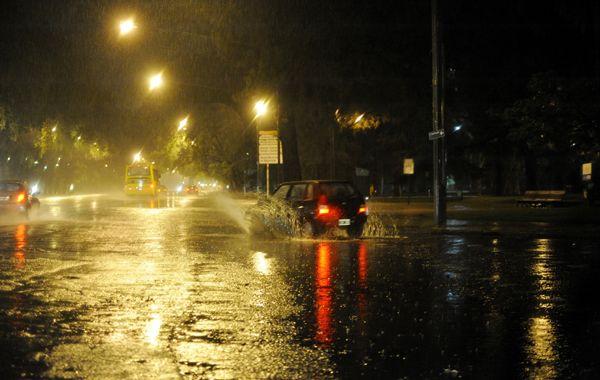 Esta noche podrían llegar tormentas intensas a la ciudad.