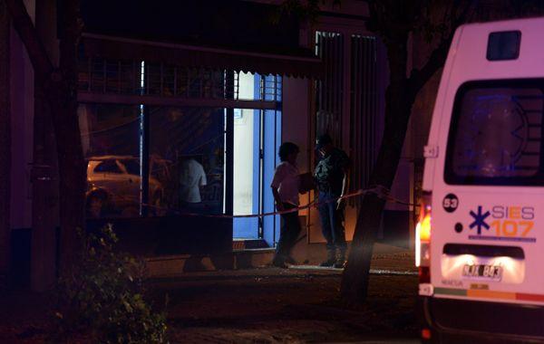Los ladrones le acertaron tres tiros a la víctima y huyeron sin robar. (foto: Ángel Amaya)