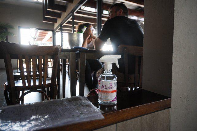 Los dueños de los bares tiene pocas esperanzas de que los clientes puedan volver a ingresar a sus locales.