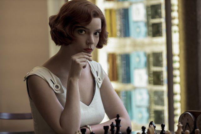 """Anya Taylor-Joy está doblemente nominada: por la exitosa """"Gambito de dama"""" y por la película """"Emma."""