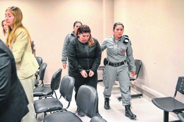 Una mujer fue condenada a perpetua por haber asesinado a golpes a sus dos hijas