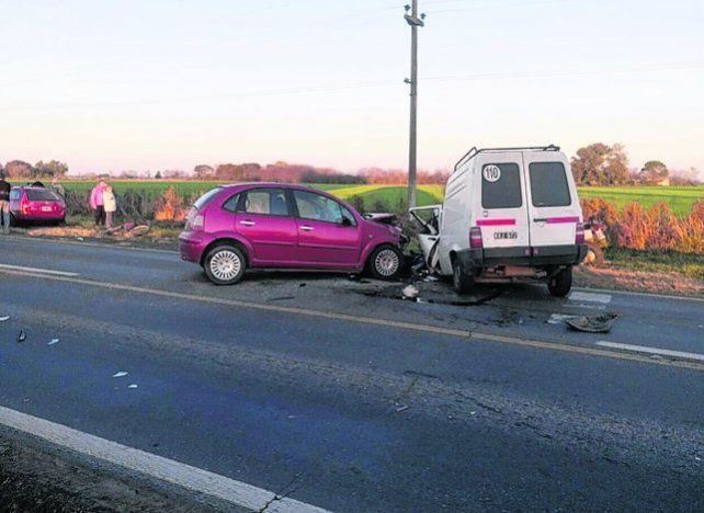 Fatal impacto. Los vehículos siniestrados en el acceso a Candioti.