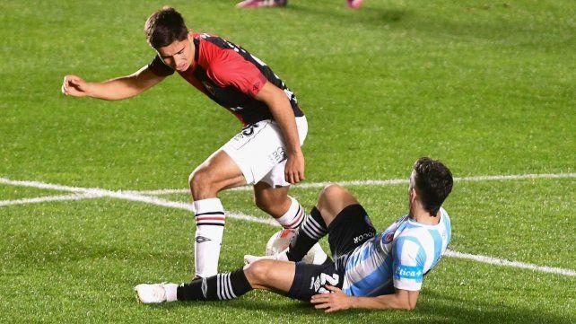 Newells perdió con Argentinos un partido en el que padeció muchas adversidades