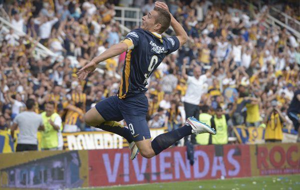 Salto goleador. Ruben festeja el segundo de Central luego de una gran definición ante la salida de Nicolás Navarro.