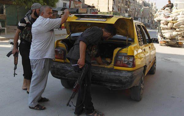 Puesto de control rebelde en el barrio Al Sukari
