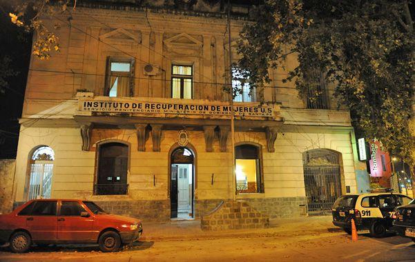 La comisaría 8ª fue requisada por Asuntos Internos la noche del martes. Tres policías están presos. (Foto: Rodríguez)