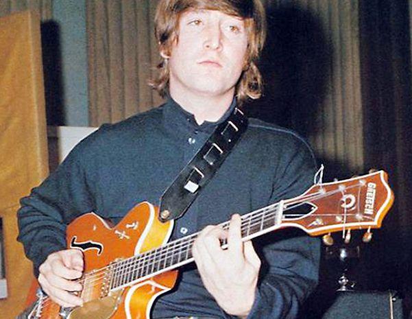 Lennon con la Gibson J-160E