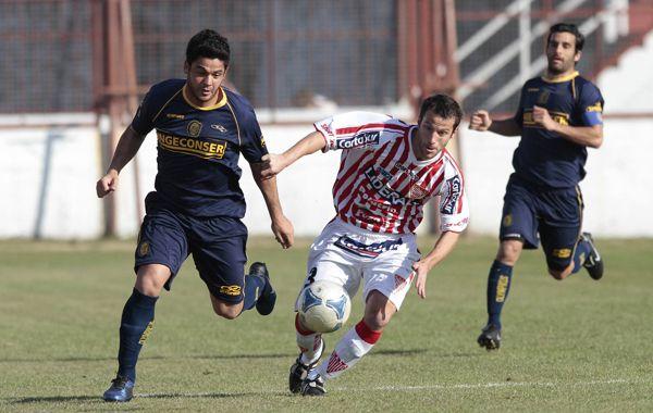 El partido se juega desde las 15.30 en el estadio de Los Andes.