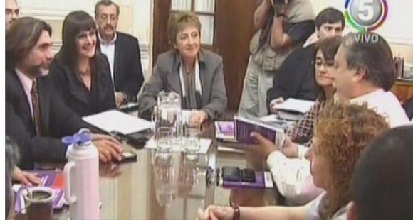 Bonfatti aseguró que llamarán a paritarias y Amsafé reclamó una convocatoria formal