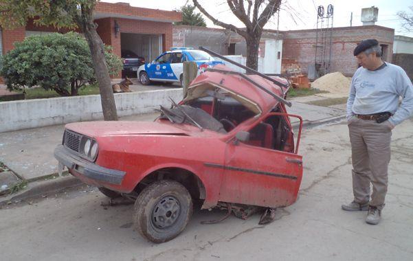 Contra un árbol. El Renault 12