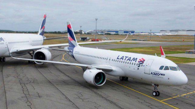 La aerolínea anunció que deja de prestar servicios en vuelos de cabotaje.