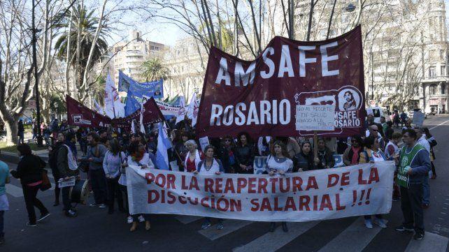 Amsafé participará activamente de la marcha en oposición a la política económica de Mauricio Macri. No se dictarán clases el jueves a la tarde ni el viernes todo el día.