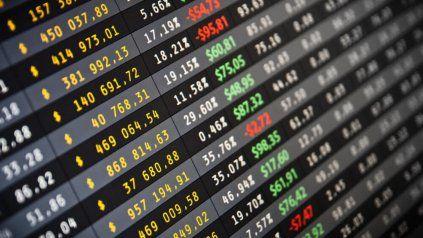 El bitcoin se sigue desplomando: tras su récord de US$65.000 se acerca a los US$30.000