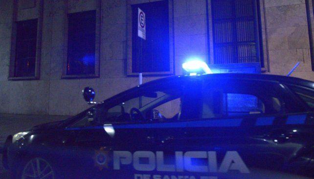 Insólito robo. El ex agente ingresó a un negocio de zona céntrica para realizar el particular asalto. Fue detenido.