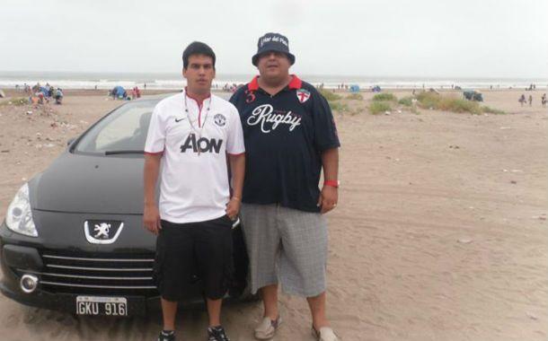 Monchi (izquierda) en una playa de la costa Atlántica.