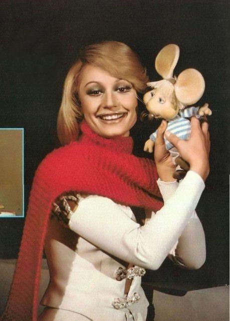Raffaella y Gigio. La dupla surgió en la RAI y se vio en la televisión argentina. El costado versatil de una artista que coronó de hits los asaltos de la adolescencia y fue una figura que nunca perdió sensualidad en sus shows.
