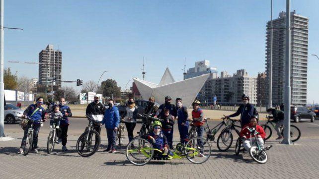 Ciclismo para todos. Antes de la pandemia, el grupo realizaba tareas de concientización en la calle recreativa.