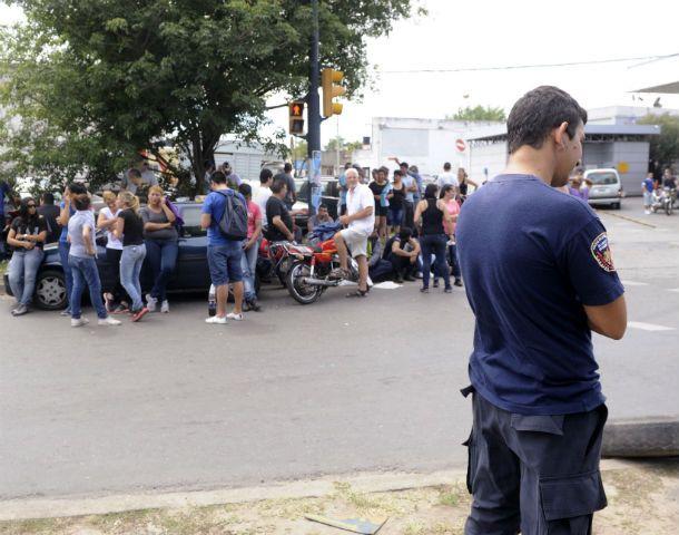 Protesta uniformada. Los policías bloquearon durante cuatro días los accesos a la Jefatura de la UR II.