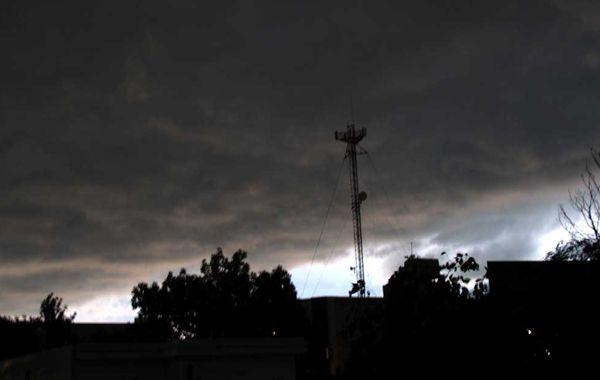 Así se veía parte de la ciudad antes de que llegara la lluvia a Rosario. (Foto: Angel Amaya).