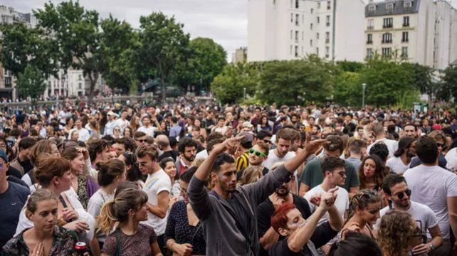 La nueva normalidad francesa: miles de personas celebraron la Fiesta de la Música
