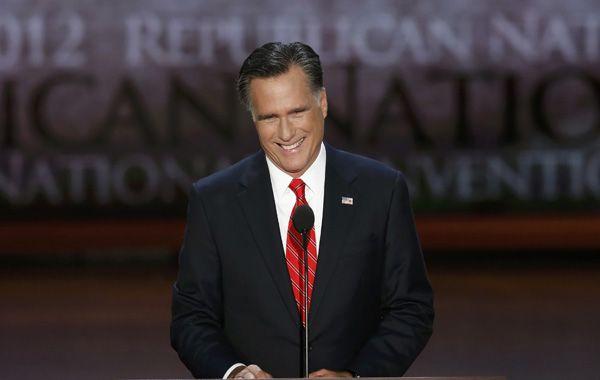 Mitt Romney lanzó un duro ataque sobre la gestión demócrata y prometió trabajos y más trabajos.