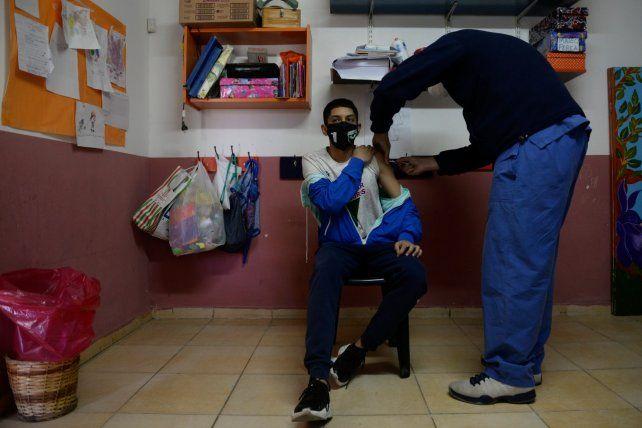 La vacunación demuestra ser vital para la baja de casos. Aquí