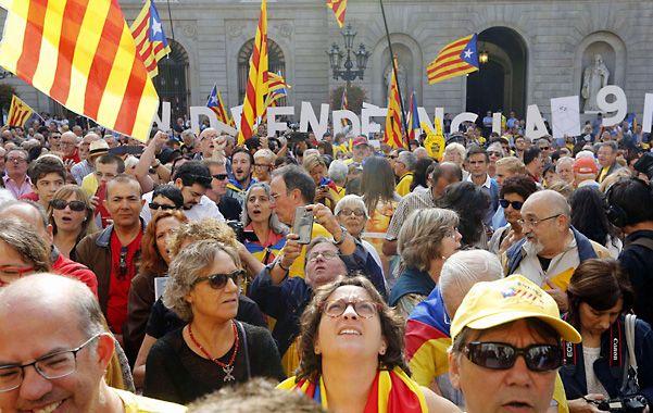 La cuenta atrás. Catalanes marchan en apoyo al referéndum soberanista.