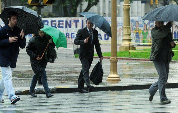 La tormenta que se desató esta madrugada dejó más de 100 viviendas afectadas en Victoria.