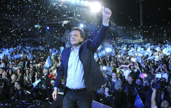 Eufórico. Massa encabezó anteayer un multitudinario mitin en Vélez.