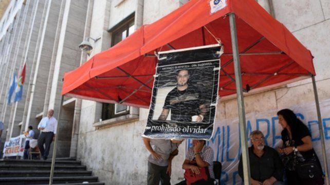 La carpa. Una foto durante el primer juicio por el  crimen de Edgardo Giménez