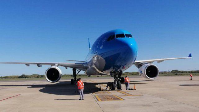 Llega el primero de los tres vuelos que traerán 1 millón de dosis desde China