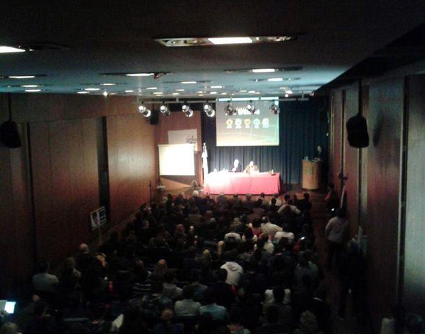 Más de 250 asistentes se dieron cita en la presentación del nuevo documedia de la UNR.