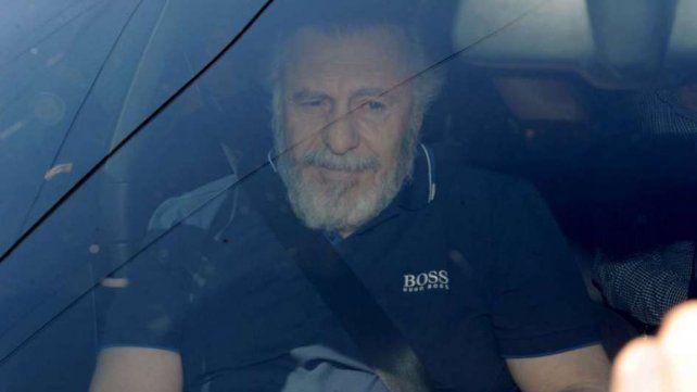 Libre. López sale de la sede de la Policía Federal tras cubrir 60 millones de fianza que fijó el juez.