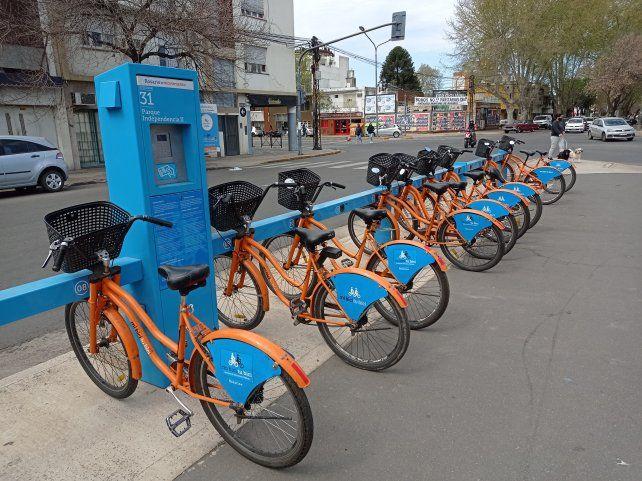 Piden cumplir con las medidas sanitarias por Covid a la hora de usar las bicicletas públicas.