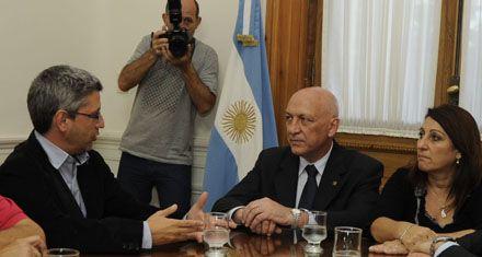 Bonfatti repudió las amenazas a un periodista de La Capital y prometió apoyo