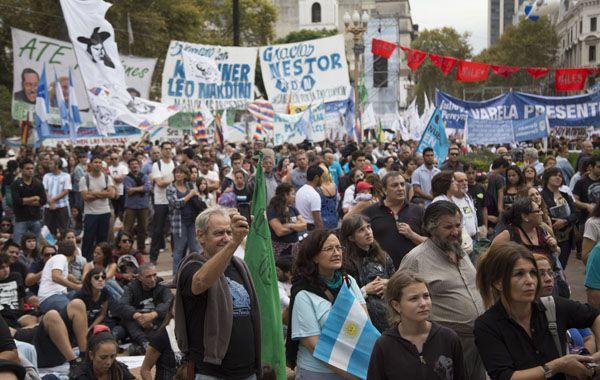 Un emotivo acto se realizáo en Plaza de Mayo al recordarse el 39º aniversario del golpe militar de 1976. (Foto: NA)
