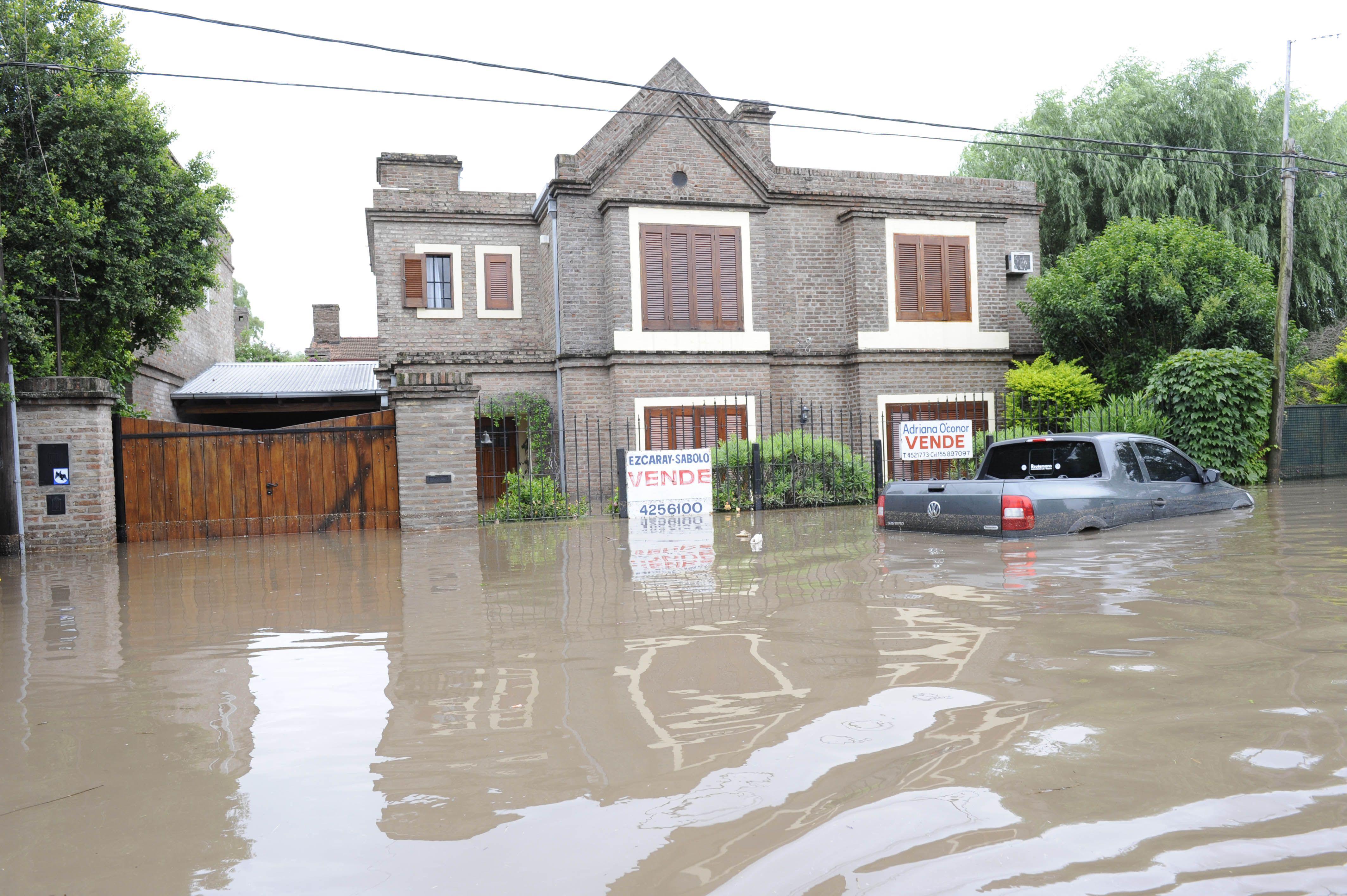 Vecinos apuntan a la obra de la colectora de la Circunvalación como la generadora de la inundación. (Foto: S.S.Meccia)