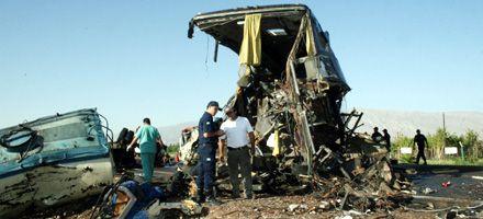 San Juan: son nueve los muertos por un choque entre un micro y un camión