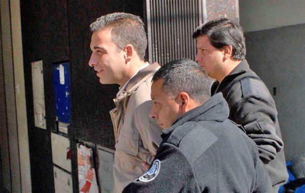 Escoltado. César Ghirardi el día que fue condenado a prisión perpetua en 2010