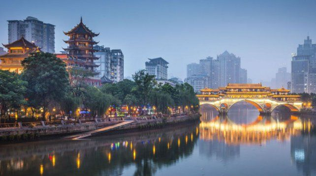 Pujante. Chengdu es la capital de la provincia de Sichuan.