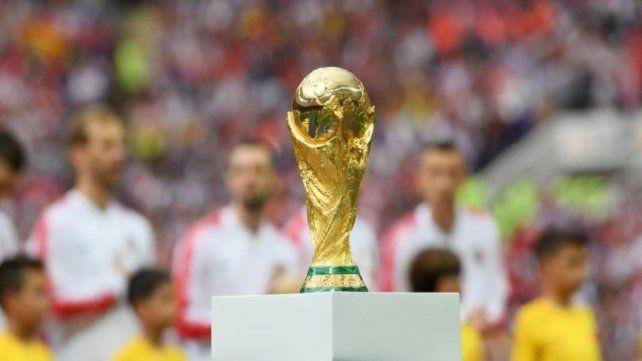 Copa del Mundo. Si hacemos dos Copas del Mundo cada dos años vamos a duplicar los ingresos