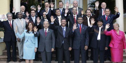 Tensión entre Correa y Uribe en la Cumbre del Grupo Río