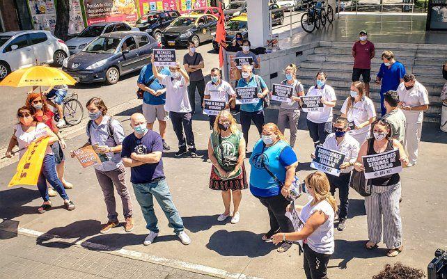 Trabajadores del Sies protestaron por el estado de las ambulancias y exigieron respuestas.