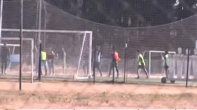 Las imágenes dieron cuenta de un entrenamiento de fútbol en Tiro Federal. Aunque no sería de los jugadores de Racing