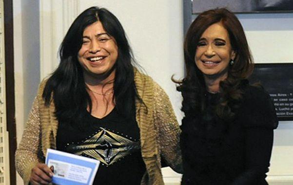 En la cima. Diana Sacayán recibió su nuevo DNI de manos de Cristina.