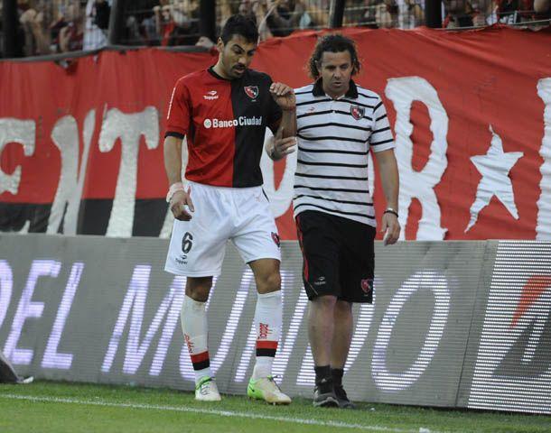 Víctor López sufrió un fuerte golpe en el primer tiempo. (Foto: G. de los Rios)